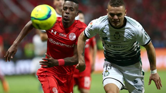 Lateral-esquerda em défice e a solução do Sporting pode estar no México
