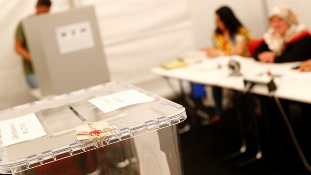 Eleitor com 165 anos e outras irregularidades marcam eleições turcas