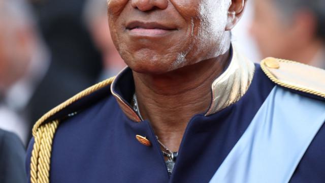 Irmão de Michael Jackson acusa ex-mulher de lhe roubar pequena fortuna