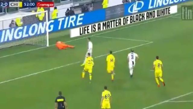 Cristiano Ronaldo falha penálti diante do Chievo