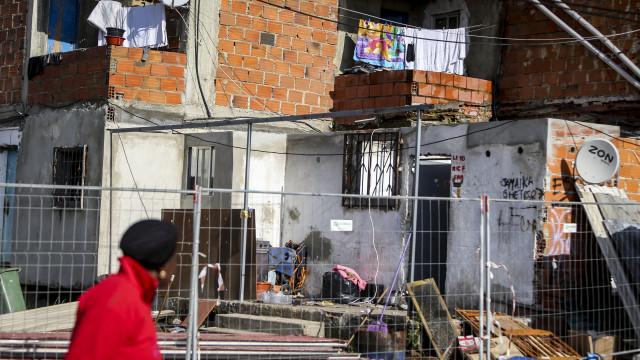 Moradores do bairro da Jamaica protestam na Câmara do Seixal na sexta