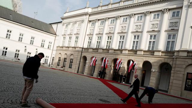 Homem tentou abalroar portão do Palácio Presidencial de Varsóvia