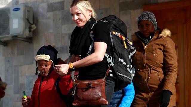 """""""A primeira vez que dormi"""". Mãe reunida com filhos raptados pelo Daesh"""