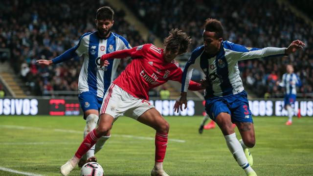 """Benfica arrasa CD e fala de """"regime especial para quem levanta suspeitas"""""""