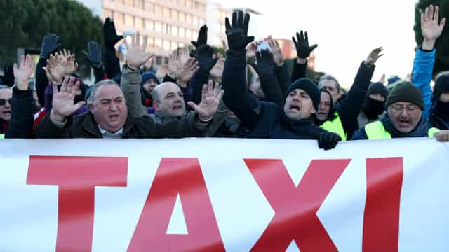 Taxistas de Madrid tentam bloquear entrada de feira internacional