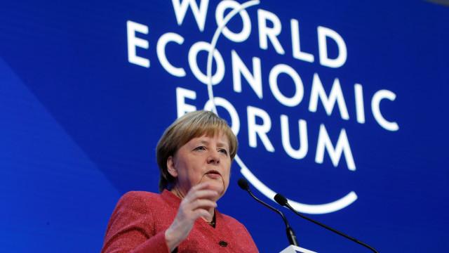 Merkel pede a chineses para não partilharem informações com Estado