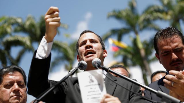 Juan Guaidó declara-se como presidente interino da Venezuela