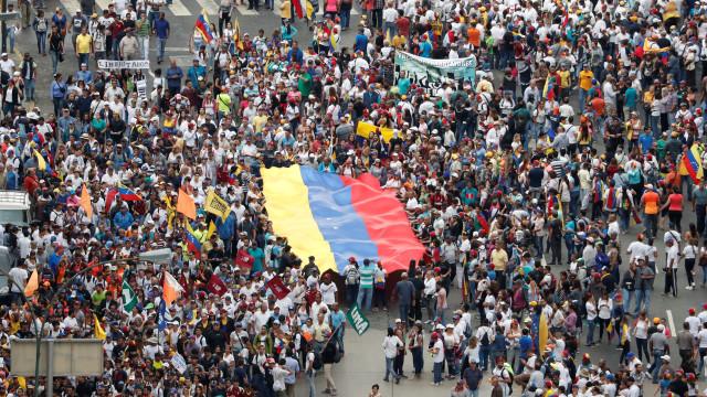 """""""Todas as opções"""" em cima da mesa se Maduro recorrer à força"""