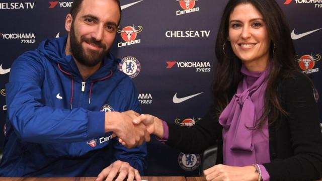 Agora sim, é oficial: Higuaín é reforço do Chelsea