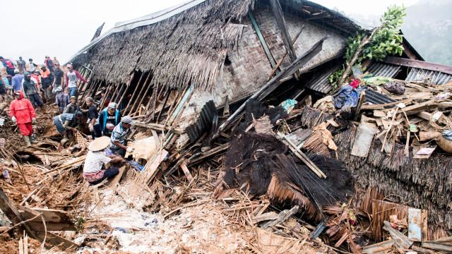 Pelo menos 26 mortos em deslizamentos de terra na Indonésia