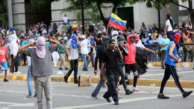 """PCP condena """"operação golpista"""" dos EUA e """"seguidismo"""" do Governo"""