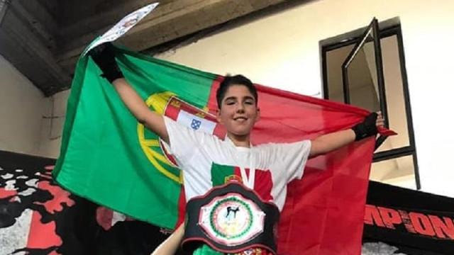 O campeão mundial de kickboxing tem 15 anos e é português
