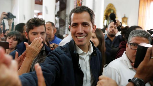 Vaticano diz a representantes de Guaidó que é preciso solução urgente