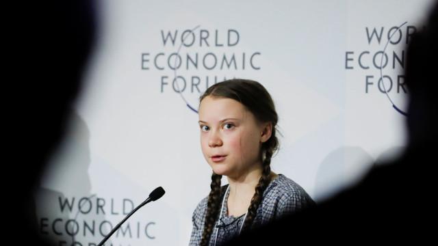 """Jovem de 16 anos """"silencia sala"""" em Davos. """"A nossa casa está a arder"""""""