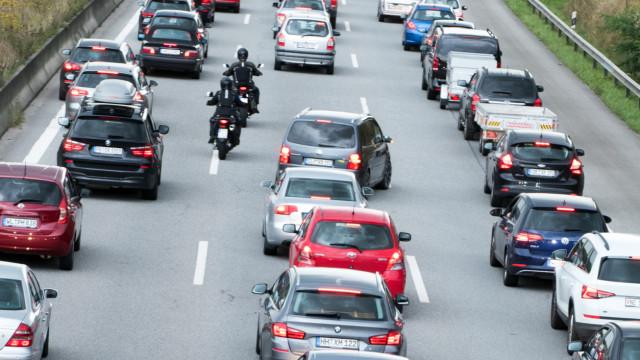 Atenção motociclistas: Não é permitido circular entre filas de carros