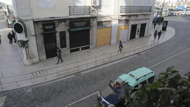 Ora espreite lá esta minúscula rua de Lisboa. Conhece-a?