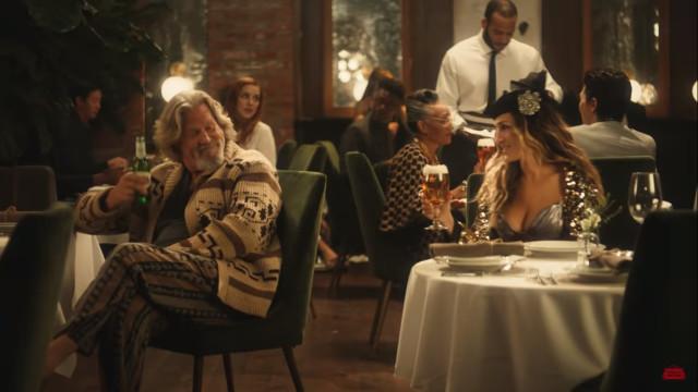 Publicidade a cerveja cruza filme e série improváveis e surpreende fãs