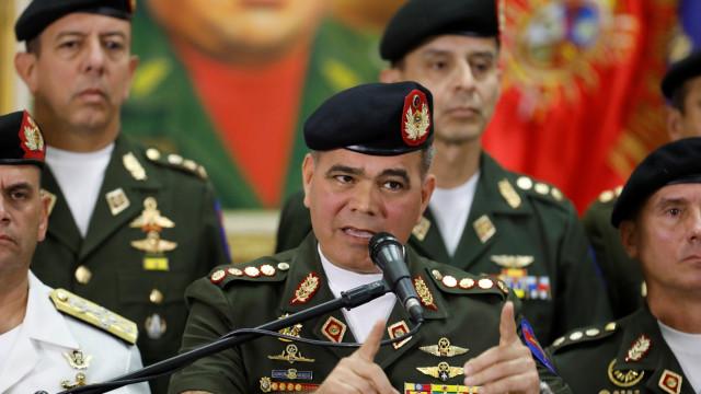 """""""As armas estão prontas para defender"""" Maduro diz ministro da Defesa"""
