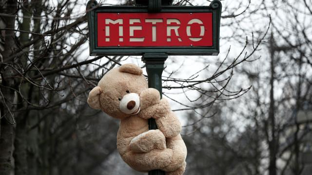 O 'exército' de ursos de peluche que tomou conta das ruas de Paris
