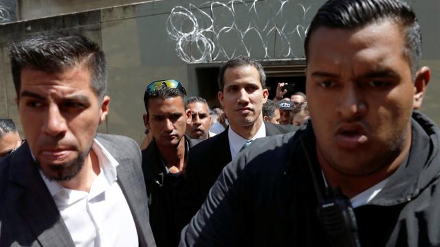 Guaidó revela nas redes sociais que forças especiais estão em sua casa