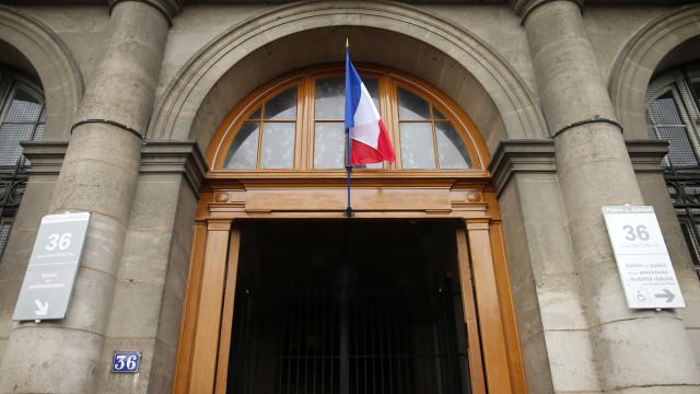 Dois agentes da polícia francesa presos por violação de turista canadiana