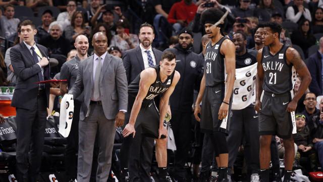 Ver para crer: Jogo da NBA interrompido devido a uma invasão de morcegos