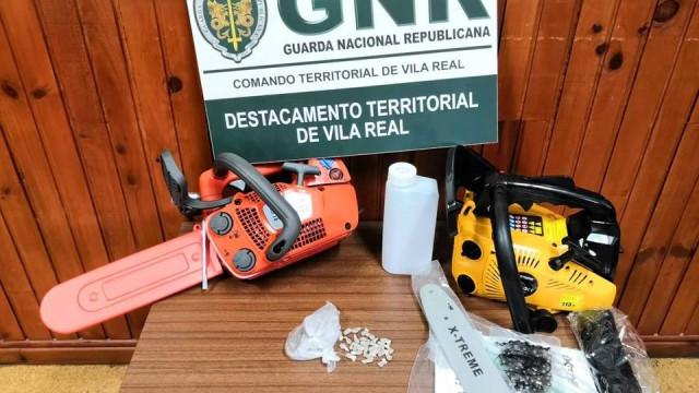 Buscas a casa de suspeito de furto revelam negócio de droga