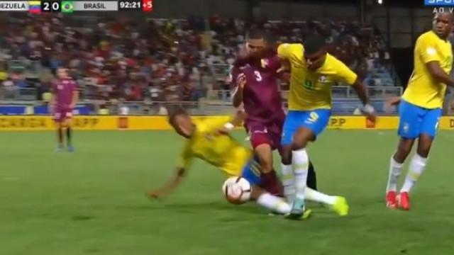 Rodrygo 'passou-se', quase lesionou companheiro de equipa e foi expulso