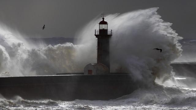 Sete distritos sob aviso amarelo devido à agitação marítima