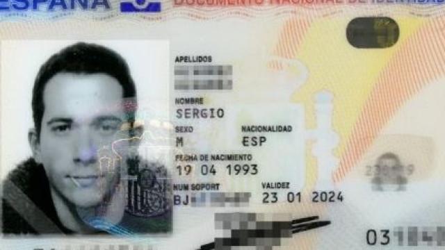 Homem consegue tirar foto para Cartão de Cidadão com palito na boca