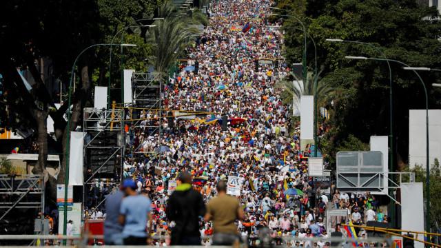 Governo e oposição medem forças nas ruas de Caracas