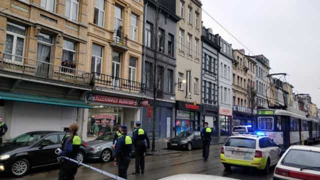 Um morto e pelo menos dois feridos após tiroteio em café na Antuérpia