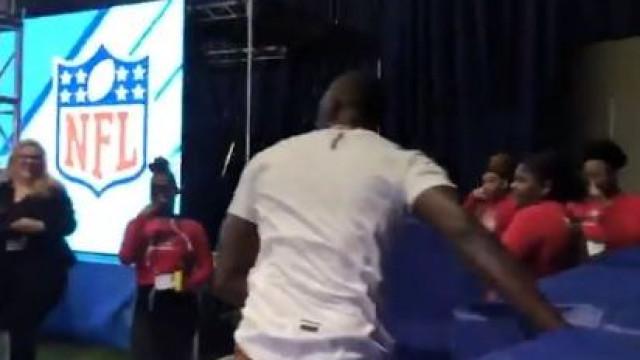 Usain Bolt ganhou 'asas' e igualou recorde histórico da NFL