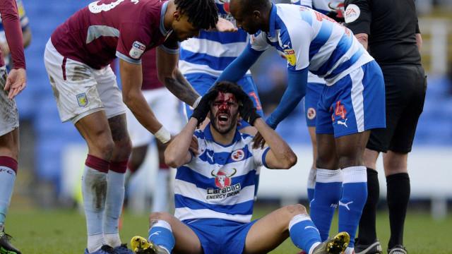 Nélson Oliveira levou pisão na cabeça e ficou neste estado lastimável