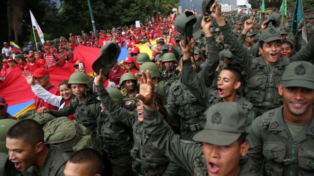 """Força Aérea classifica como """"traidor"""" o general que reconheceu Guaidó"""