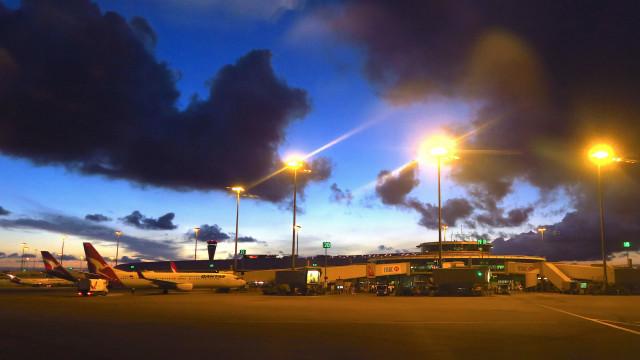 Homem com bomba falsa forçou evacuação do aeoporto de Brisbane