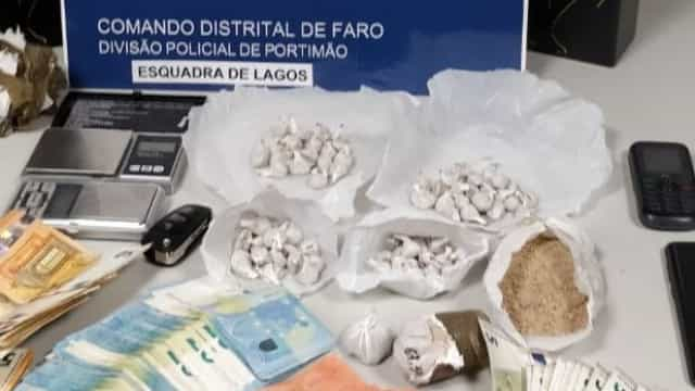 PSP detém traficante de droga que quase atropelou agente em Lagos