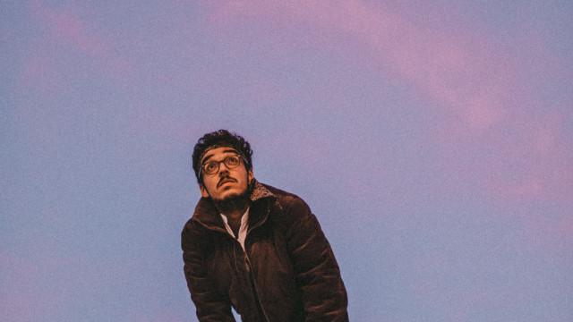 Janeiro sobe ao palco com 'Solidão' mas na companhia de vários artistas