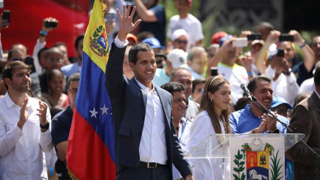 """Especialistas: Decisão portuguesa de apoiar Guaidó é """"questionável"""""""