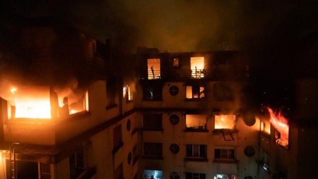 Pelo menos oito mortos num incêndio em Paris. Uma mulher foi detida