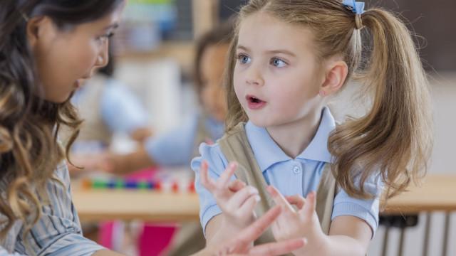 Estes dispositivos eletrónicos impedem crianças de aprender a falar