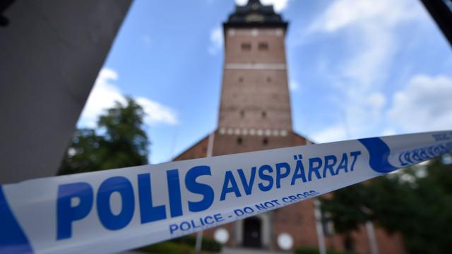 Polícia sueca recupera joias reais roubadas de catedral no verão passado