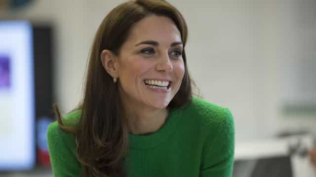 Kate Middleton 'chama' a primavera com vestido verde