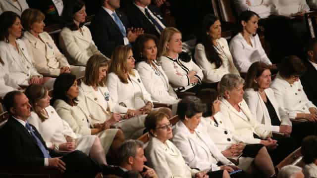 Elas foram de branco para ouvir discurso de presidente que criticam