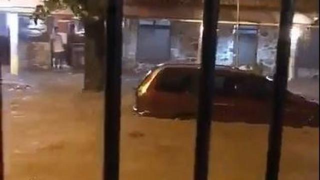 Mau tempo no Rio de Janeiro faz mortos, derruba árvores e alaga ruas