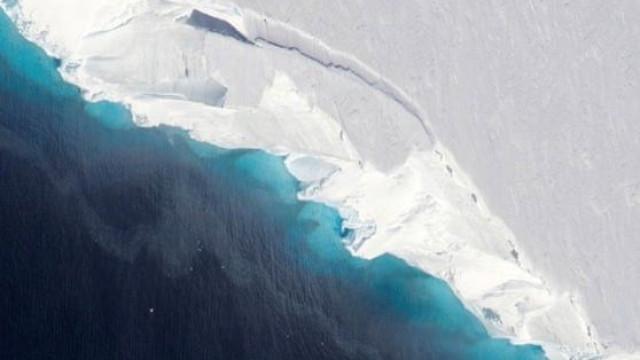 'Buraco' gigante descoberto debaixo de glaciar da Antártida