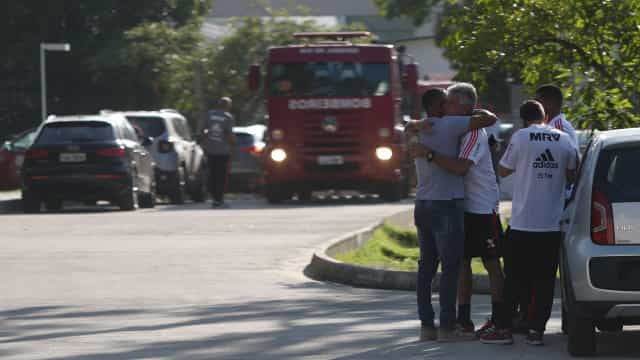 Pai conta como é que o filho adolescente fugiu ao incêndio no Flamengo
