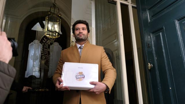 Candidato do Partido Popular Monárquico confirma contactos com Ventura