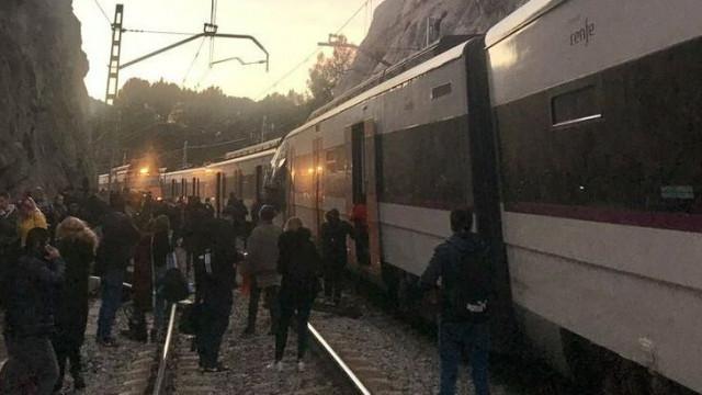 Um morto e pelo menos oito feridos em colisão de comboios em Barcelona