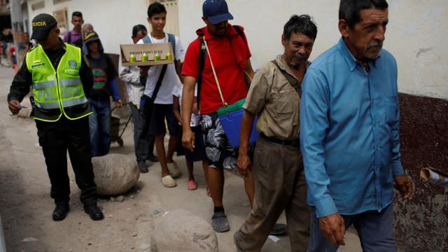 Centenas de venezuelanos impedidos de voltar a casa após apagão elétrico